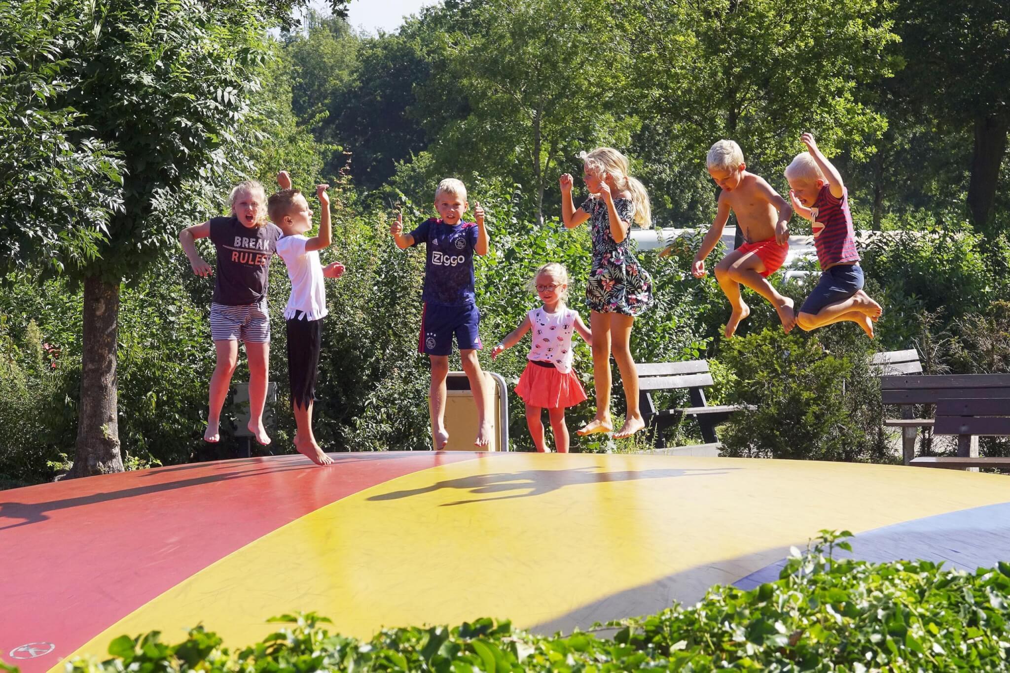 Speeltoestellen op de camping voor kinderen in Overijssel