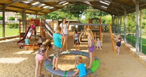 Camping met binnenzwembad en overdekte speeltuin