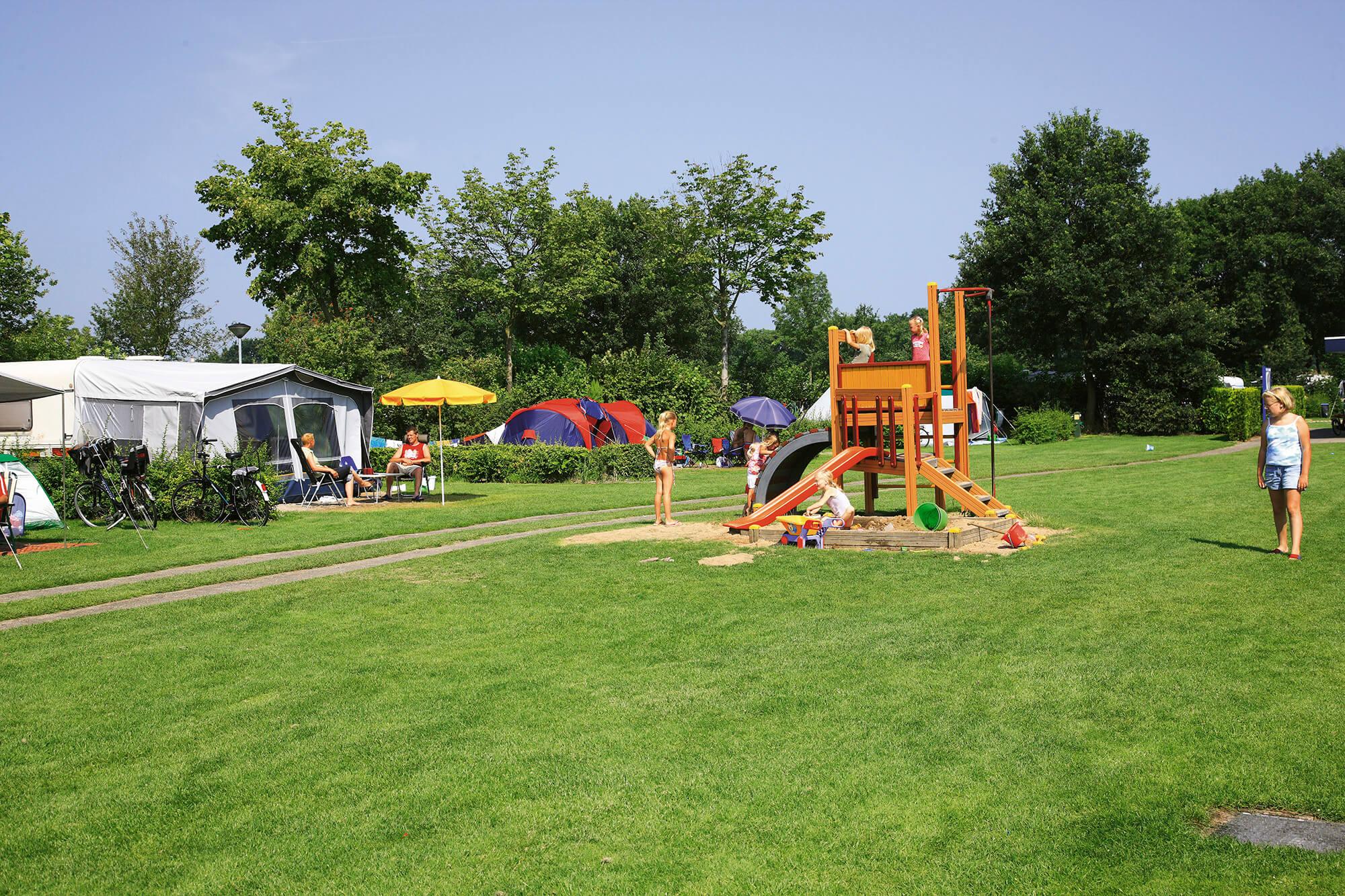 Speeltoestel op het kampeerveld Spar
