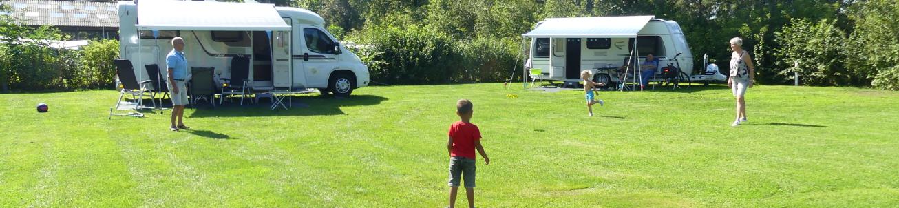 opa en oma arrangement - kleinkinderen - camping Heino